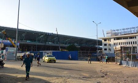 Sau 1 năm triển khai xây dựng, Nhà ga hành khách quốc tế Đà Nẵng phục vụ APEC 2017 đã gần hoàn thiện. Ảnh: VGP