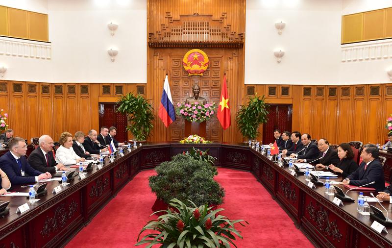 Thủ tướng Nguyễn Xuân Phúc đánh giá cao vai trò của phụ nữ là Chủ tịch Quốc hội hiện nay của hai nước. Ảnh: VGP