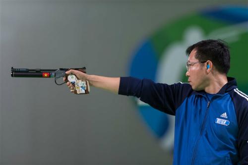 Xạ thủ Hoàng Xuân Vinh tiếp tục mang vinh quang về cho bắn súng Việt Nam