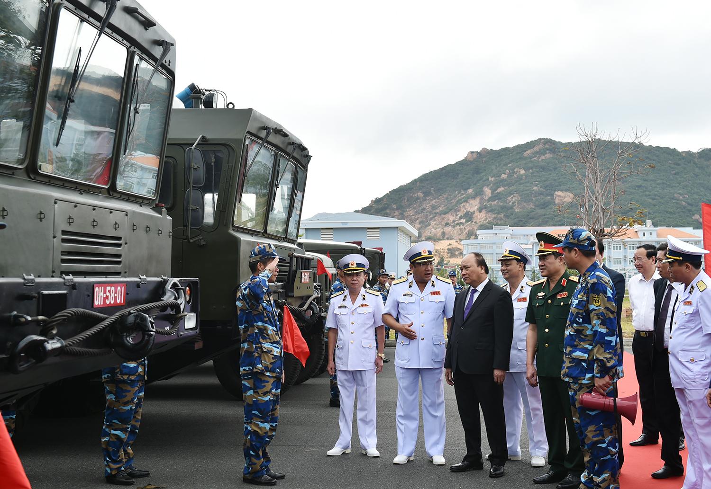 Thủ tướng: Chúng ta hiện đại hóa Hải quân không phải là chạy đua vũ trang, không phải để răn đe các nước trong khu vực, mà để bảo vệ vững chắc chủ quyền biển, đảo, thềm lục địa trong mọi tình huống. Ảnh: VGP