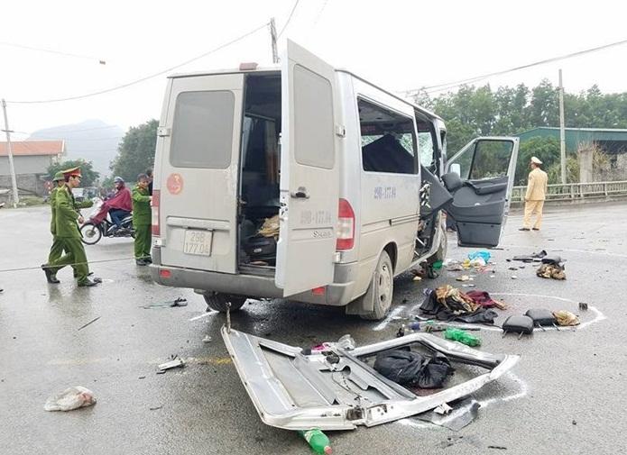 Hiện trường vụ xe đón dâu bị tai nạn ở Hà Nam