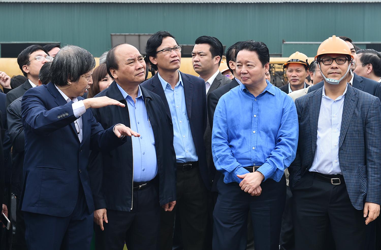 Thủ tướng thị sát công nghệ điện rác của Công ty HMC. Ảnh: VGP