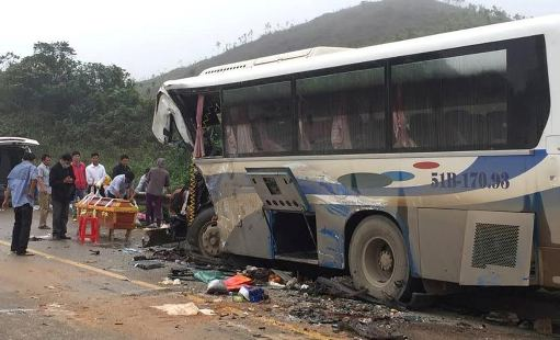 Hiện trường vụ tai nạn ở Thanh Hóa khiến nhiều người thương vong. Ảnh: Công lý