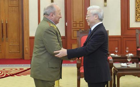 Tổng Bí thư Nguyễn Phú Trọng và đồng chí Thượng tướng Leopoldo Cintra Frías, Ủy viên Bộ Chính trị, Bộ trưởng Bộ các lực lượng vũ trang Cuba. Ảnh: VOV