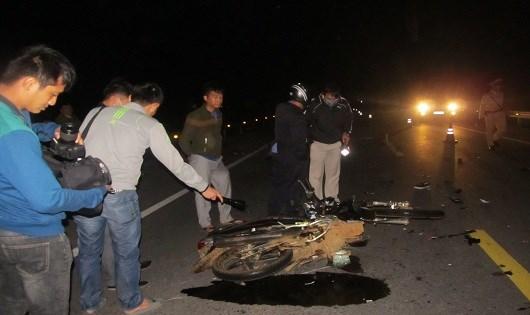 Hiện trường vụ tai nạn giao thông nghiêm trọng trên Quốc lộ 1A. Ảnh: Người Lao động