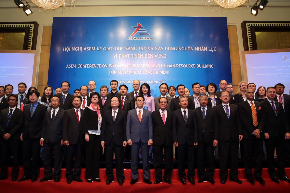 """Phó Thủ tướng Vũ Đức Đam và các đại biểu dự Hội nghị Diễn đàn hợp tác (ASEM) về """"Giáo dục sáng tạo và xây dựng nguồn nhân lực vì phát triển bền vững"""". Ảnh: VGP"""