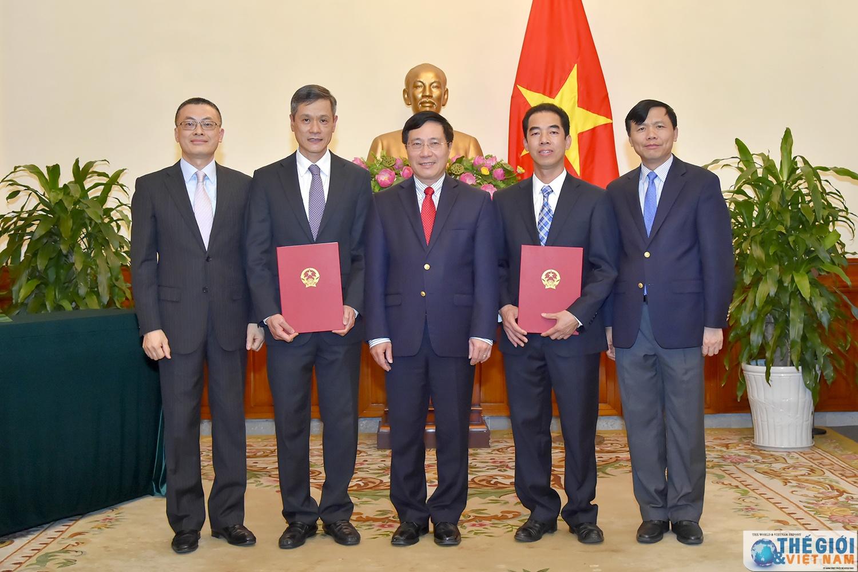 Phó Thủ tướng, Bộ trưởng Ngoại giao Phạm Bình Minh và các nhân sự vừa được bổ nhiệm. Ảnh: báo quốc tế