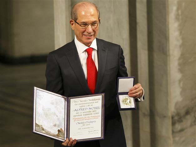 Tổng Giám đốc OPCW Ahmet Üzümcü thay mặt OPCW nhận Giải Nobel Hòa bình năm 2013