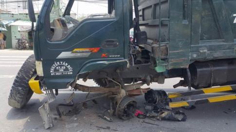 Xe tải hư hỏng nặng sau tai nạn giao thông. Ảnh: Vietnamnet
