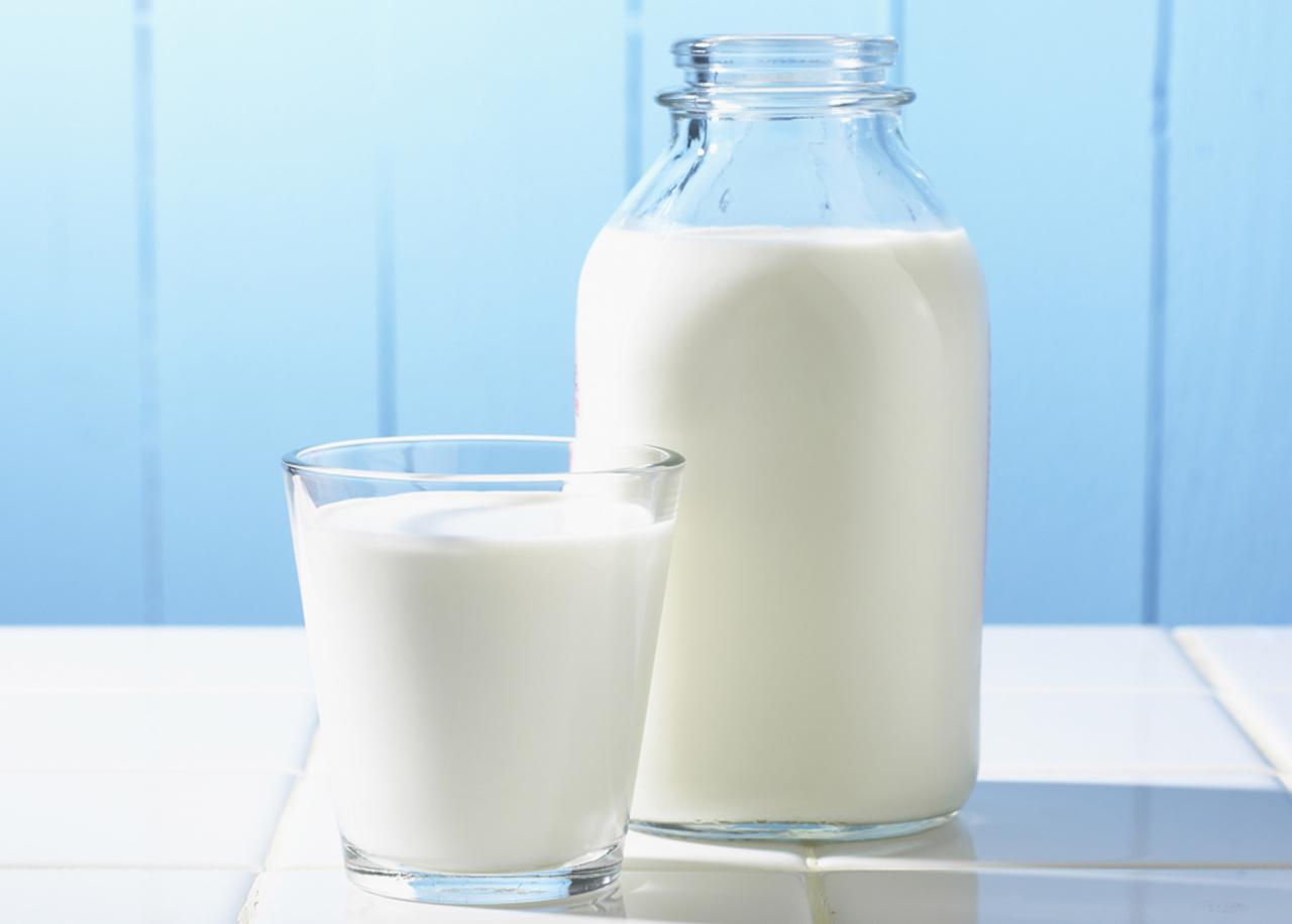 Sữa là thực phẩm vàng bảo vệ dạ dày khi uống rượu bia