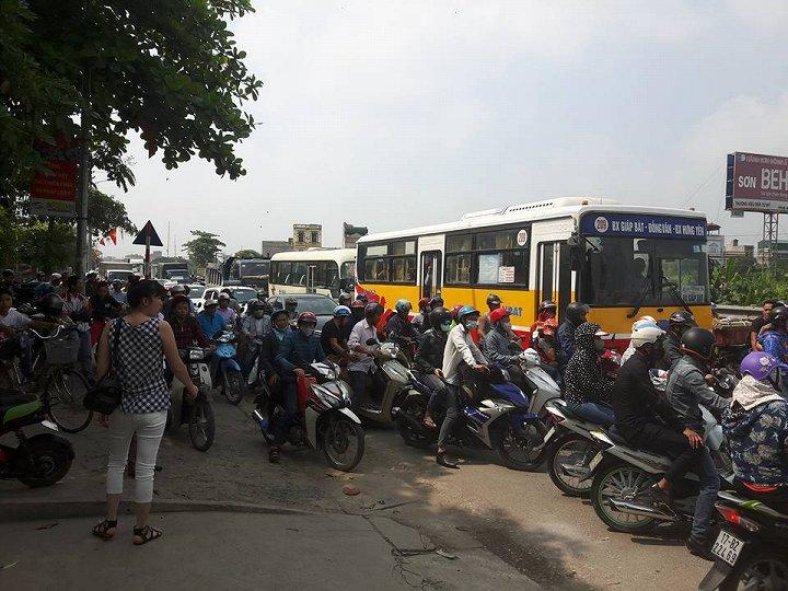 Vụ tai nạn đã khiến cho giao thông quốc lộ 1A tê liệt một thời gian dài. Ảnh: VTC News