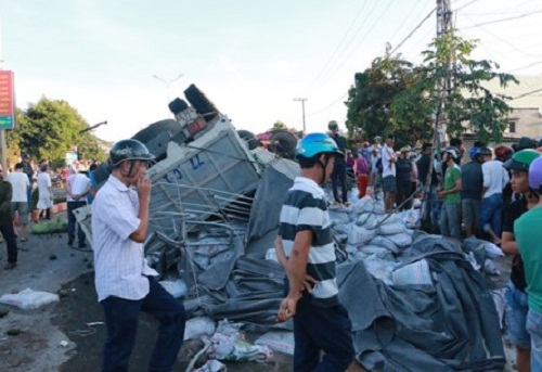 Hiện trường vụ tai nạn kinh hoàng ở Gia Lai. Ảnh: pháp luật TP. Hồ Chí Minh