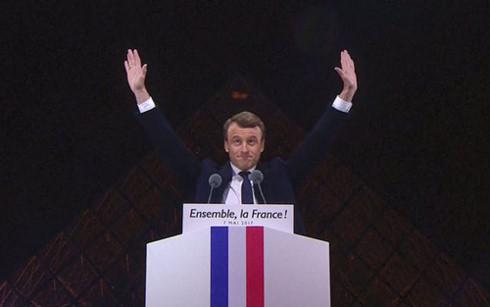 Ông Emmanuel Macron tuyên bố chiến thắng trước những người ủng hộ. Ảnh: AFP