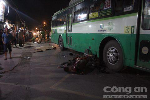 Hiện trường vụ tai nạn xe buýt khiến nam thanh niên tử vong. Ảnh: Báo Công an TP. Hồ Chí Minh