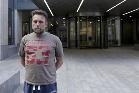 Ông Patrick Ward đã phải dừng phẫu thuật tim vì virus Wanna Cry tấn công mạng của bệnh viện. Ảnh: AP
