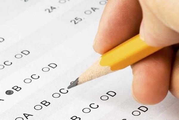 Các thí sinh nên dành ra 4 phút cuối cùng để chuyển đáp án từ giấy nháp vào phiếu trắc nghiệm. Ảnh: Internet