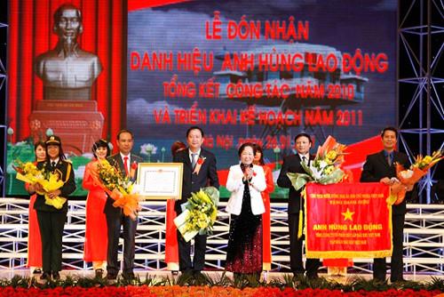 PVC đón nhận Danh hiệu Anh hùng Lao động vào ngày 26/1/2011. Ảnh: PVC