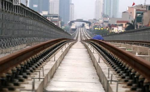 Một số đoạn ray đường sắt tuyến Cát Linh - Hà Đông bị rỉ sét. Ảnh: VnExpress