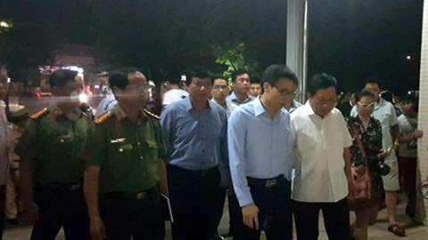 Phó Thủ tướng Nguyễn Đức Đam đã tới Bệnh viện Đa khoa tỉnh Hòa Bình. Ảnh: VietNamNet