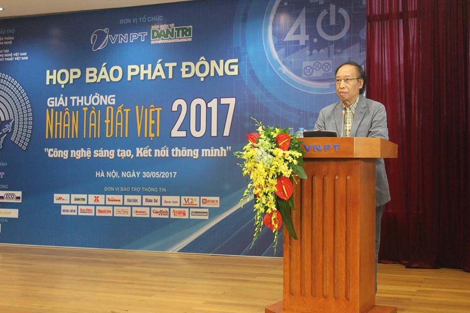 Nhà báo Phạm Huy Hoàn - Tổng biên tập báo Điện tử Dân trí, Trưởng ban tổ chức Giải thưởng Nhân tài Đất Việt 2017. Ảnh: Dương Hòa