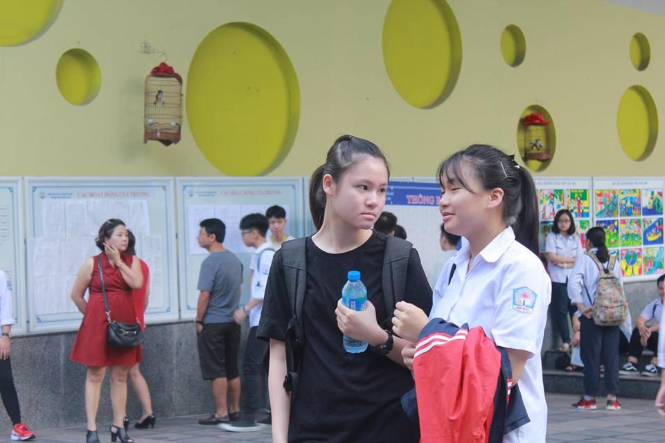 Năm nay, kỳ thi tuyển sinh vào lớp 10 tại Hà Nội năm nay có hơn 76 nghìn học sinh  tham dự. Học sinh dự thi tại 3.208 phòng thi ở 153 điểm thi.