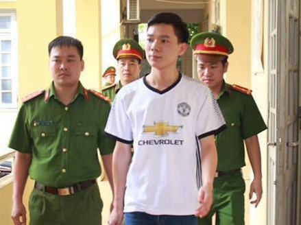 Bác sĩ Lương bị bắt vì vi phạm qui định về chữa bệnh trong vụ chạy thận. Ảnh: Lao Động