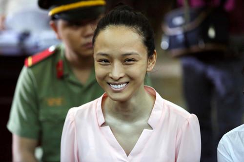 Hoa hậu Trương Hồ Phương Nga chính thức được tại ngoại để điều tra lại. Ảnh: Thanh niên
