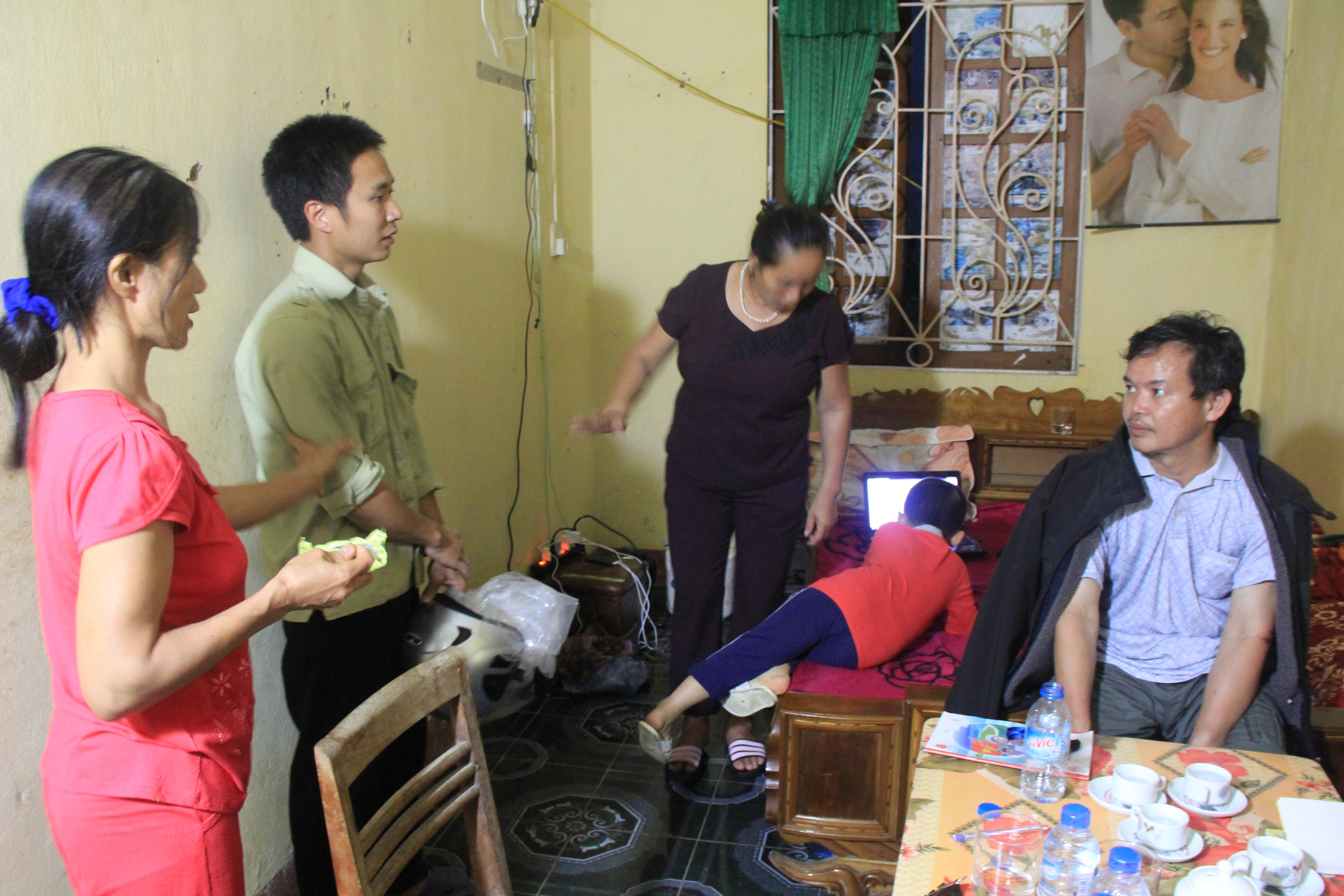 Những hộ gia đình bị mất nhà, tài sản phải ở tại các địa điểm chính quyền hỗ trợ. Ảnh: Giao thông