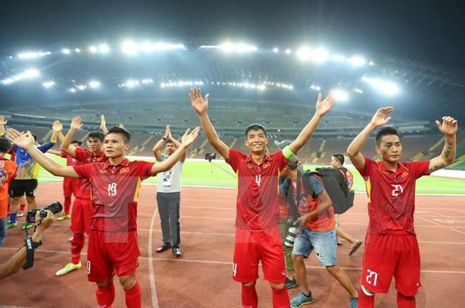 Đội tuyển Việt Nam trước giờ bóng lăn. Ảnh: TTXVN