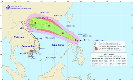 Vị trí và hướng đi của cơn bão Pakhar đang tiến gần biển Đông. Ảnh: TTDBKTTVTW