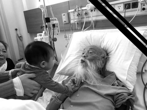 Thầy Văn Như Cương khi nằm trên giường bệnh. Ảnh: FB Van Thuy Duong