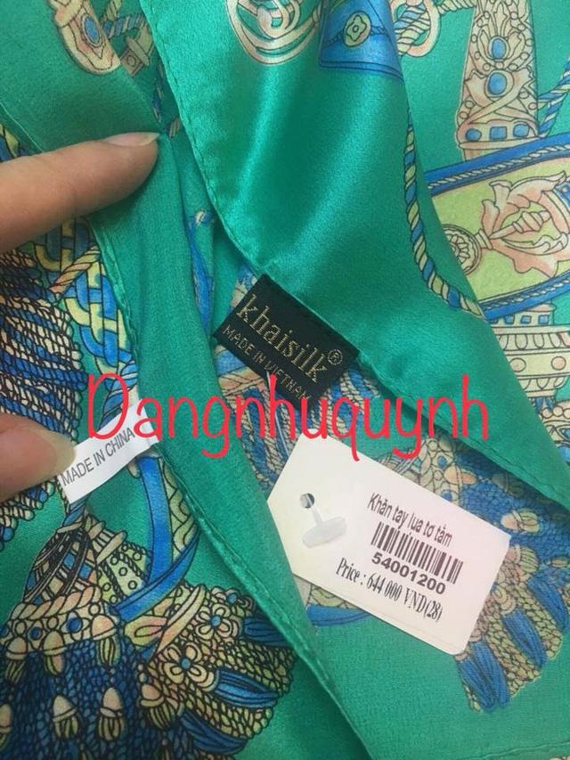 Khăn lụa của thương hiệu Khaisilk có hai nhãn ''Khaisilk - Made in Vietnam'' và ''Made in China''. Ảnh: FB Dang Nhu Quynh