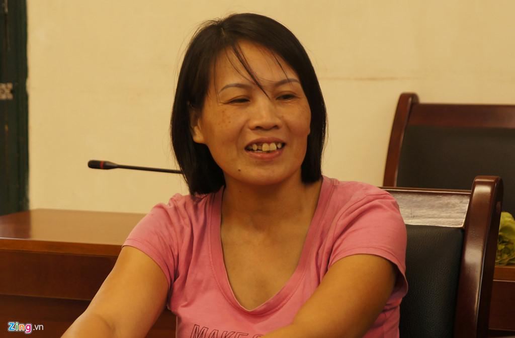 Chị Lê Thị Hà tại trụ sở cảnh sát hình sự chiều 29/10. Ảnh: Tri thức trực tuyến