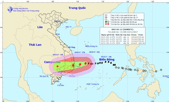Cơn bão số 12 sẽ đổ bộ vào nước ta vào sáng sớm ngày mai 4/11. Ảnh: TTDBKTTVTW