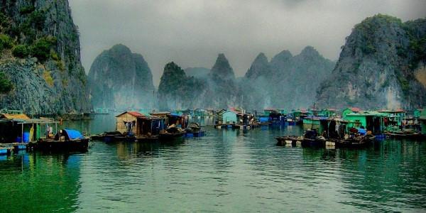 Gần 1.700 tỷ đồng bảo tồn làng chài trên Vịnh Hạ Long. Ảnh: VietNamNet