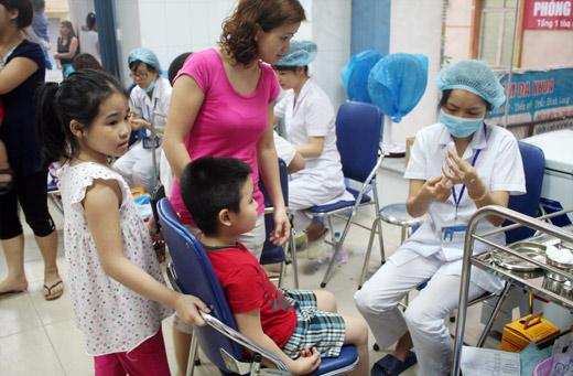 vắc xin miễn phí, Cục Y tế dự phòng, vắc xin sởi, rubella, sốc thuốc, phản ứng thuốc