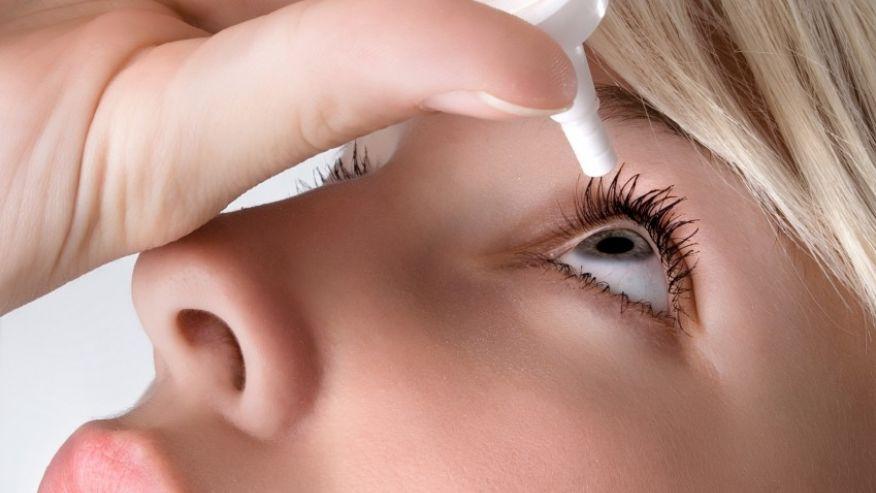 Đối với các bệnh về mắt, nếu bạn tự ý sử dụng thuốc không đúng thì sẽ làm cho bệnh trầm trọng hơn. Ảnh minh họa