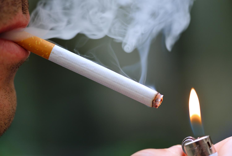 Thuốc lá là nguyên nhân dẫn đến việc chân, tay bị hoại tử và hàng loạt chứng bệnh khác. Ảnh minh họa