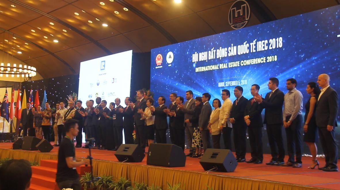 Đại diện của 30 Quốc gia tham dự tại buổi khai mạc Hội nghị Bất động sản quốc tế IREC 2018