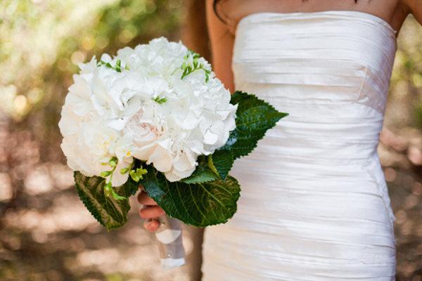 Nhiều ncô dâu chọn riêng cẩm tú cầu làm hoa chủ đạo trong bó hoa cầm tay trong lễ cưới. Ảnh minh họa