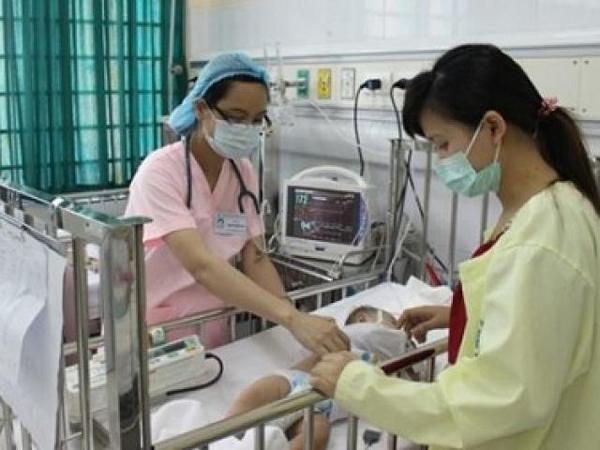 Trẻ bị sốt xuất huyết đang được điều trị tại bệnh viện. Ảnh minh họa