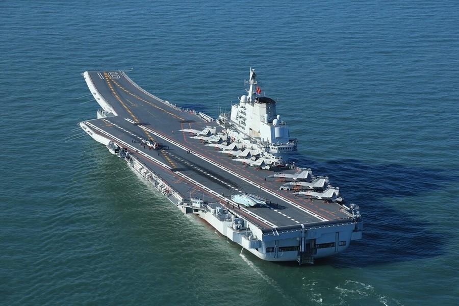 Cũng trong thời gian này, đài truyền hình Trung ương Trung Quốc vừa công bố những hình ảnh mới nhất của Liêu Ninh, tàu sân bay duy nhất của quân đội nước này, với đầy đủ trang thiết bị.