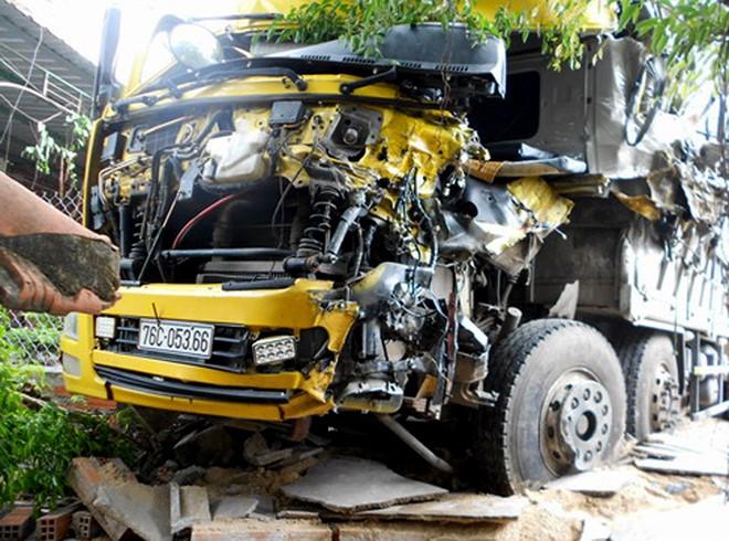Hiện trường vụ tai nạn giao thông kinh hoàng