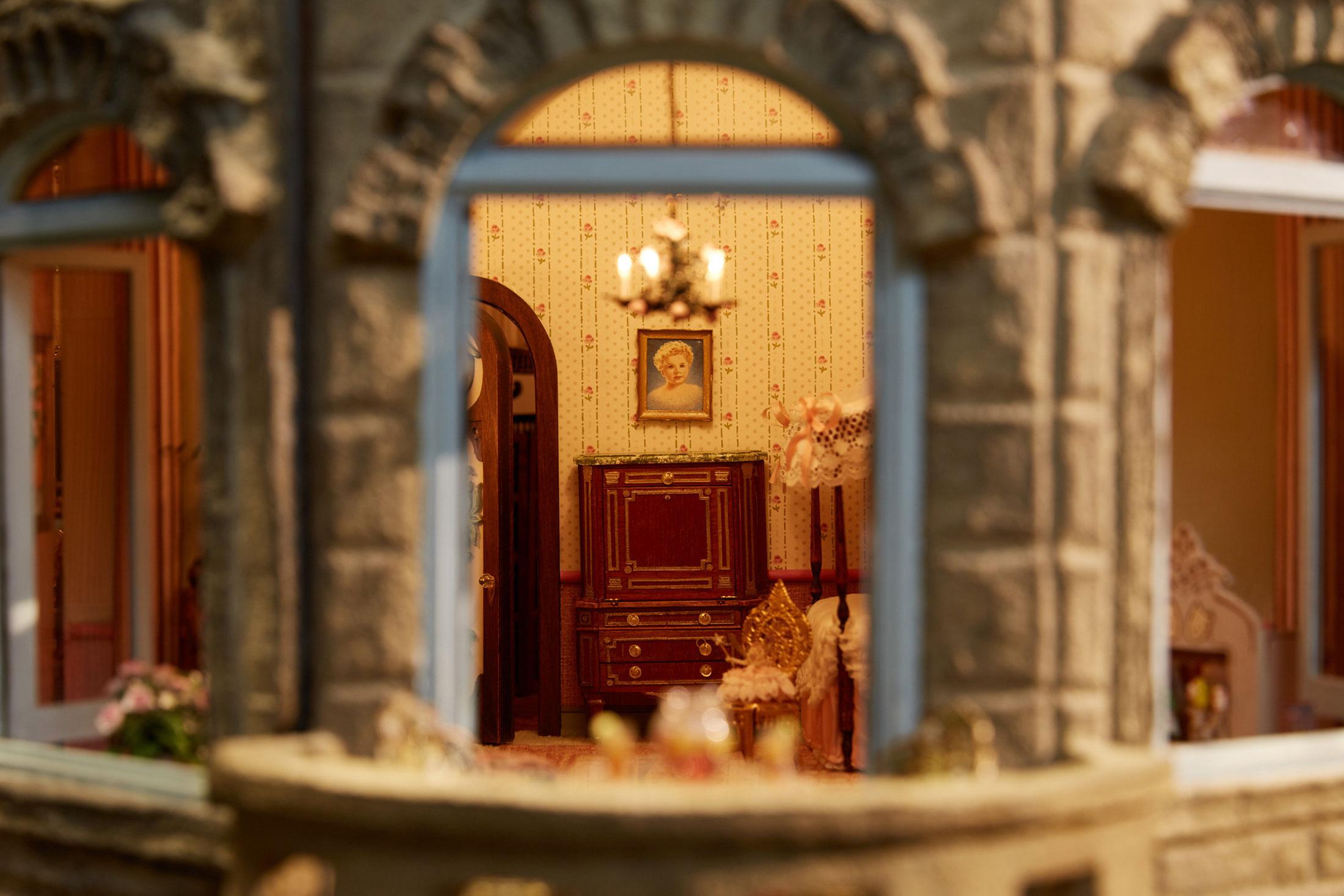 Không gian ấm cúng của căn phòng trẻ em bên trong lâu đài búp bê Astolat.