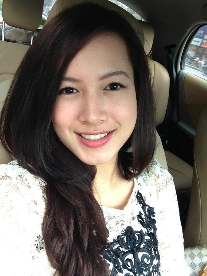 Giỏi giang và xinh đẹp, Phạm Vân Anh là một trong những cái tên hot của giới tài chính trong năm 2013. Chính thức nắm giữ vị trí Phó tổng giám đốc Vietinbank Capital từ tháng 4/2013, nhưng tên tuổi của Phạm Vân Anh - ái nữ thứ hai của ông Phạm Huy Hùng, Chủ tịch Vietinbank bất ngờ nổi lên khi những hình ảnh xinh đẹp qua trang cá nhân của cô gái trẻ này được phát tán.