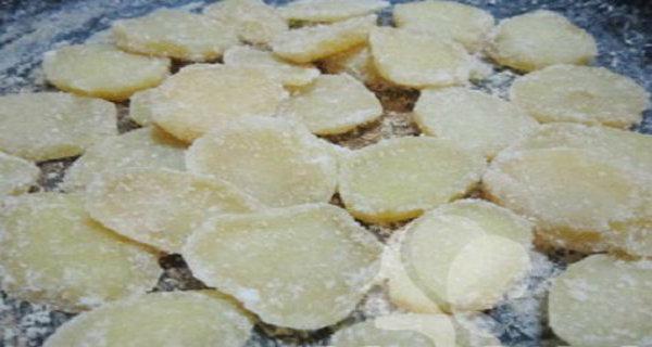 Cách làm mứt khoai tây cực đơn giản, đảm bảo ''đắt khách'' Tết này