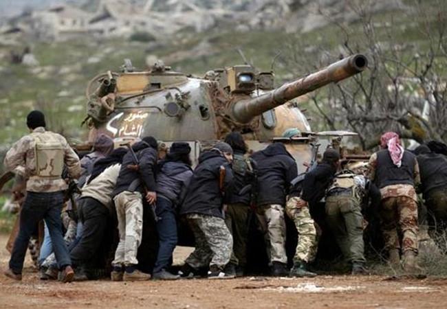 Nhóm Jund Al-Aqsa (Al Qaeda Syria) cố gắng hỗ trợ khởi động một chiếc xe tăng