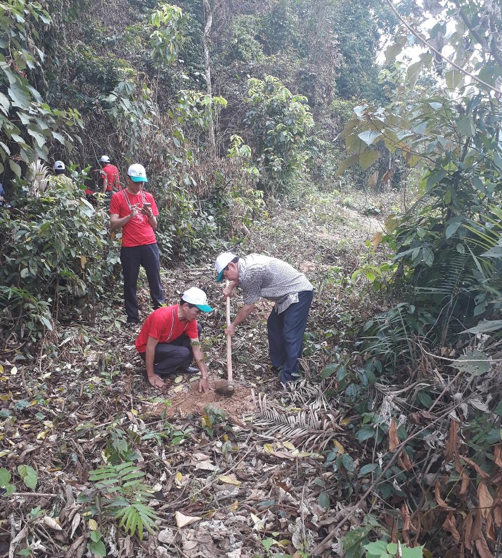 Lãnh đạo Sở Nông nghiệp và phát triển nông thôn tỉnh Thanh Hóa tham gia trồng rừng