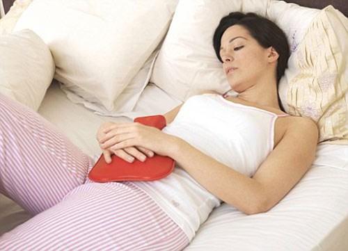 Đau bụng kinh bất thường cũng là dấu hiệu cảnh báo bạn mắc chứng vô sinh. Ảnh minh họa