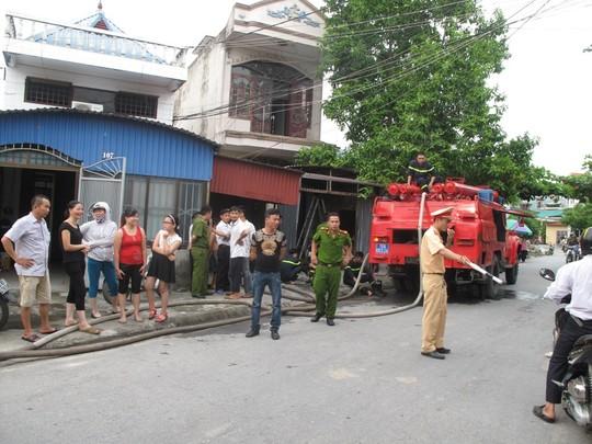 Lực lượng chức năng TP Hải Phòng đã nhanh chóng có mặt tại hiện trường chồng phóng hỏa đốt nhà vì ghen tuông